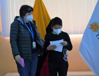 Marcela Cruz, Directora Ejecutiva junto a Cristhian en lectura de carta
